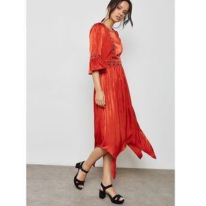 MOON RIVER Asymmetrical Embroidered Midi Dress